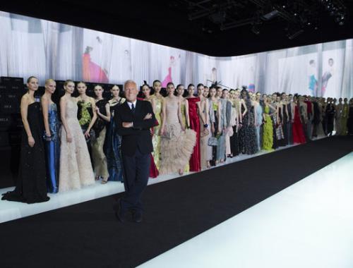 100 моделей, участвовавших в юбилейном шоу