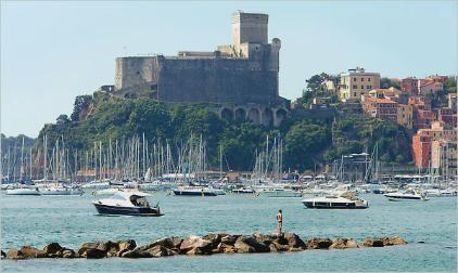Вид на Леричи и замок Кастелло